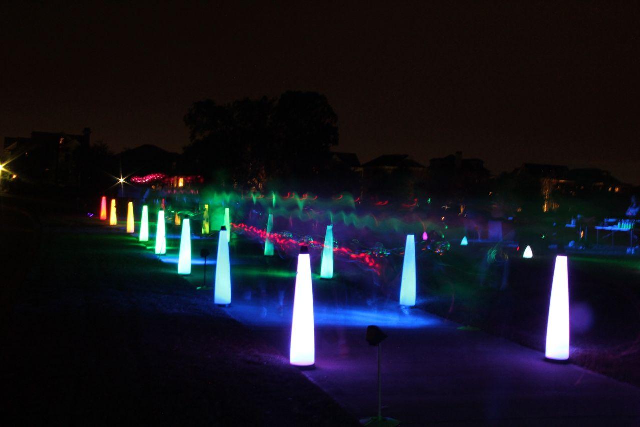 runners at glow in the dark run